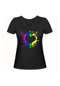 Женская футболка Цветное сердце чёрная