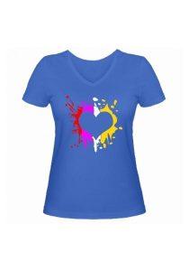 Женская футболка Цветное сердце голубая