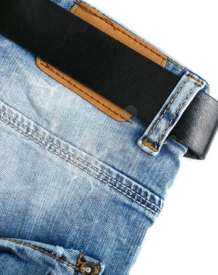 Рваные женские джинсы бойфренд