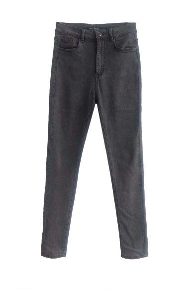 серые узкие женские джинсы